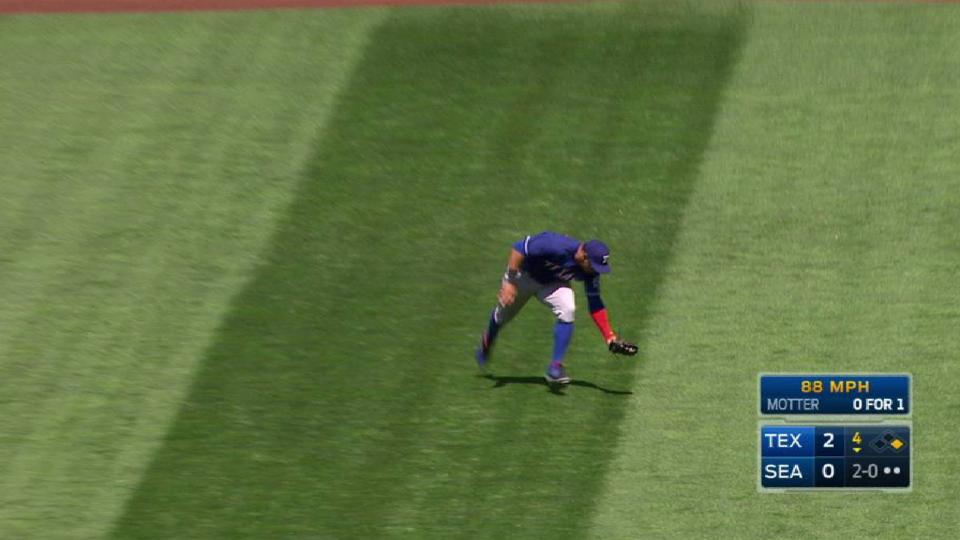 Gomez makes a shoestring catch