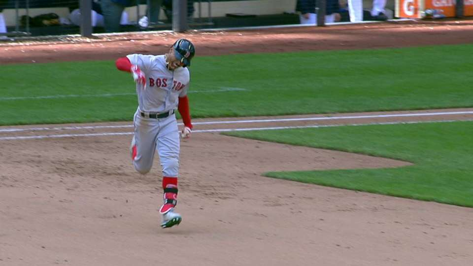 Betts' clutch go-ahead homer