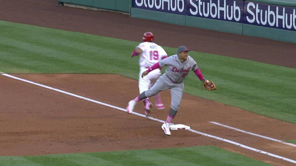 Cabrera nicked, stays in game