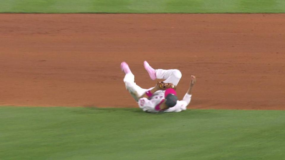 Simmons' fantastic lunging catch