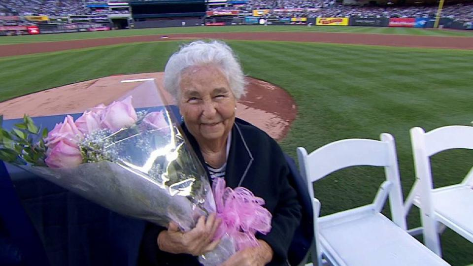 Jeter's grandmother gets flowers
