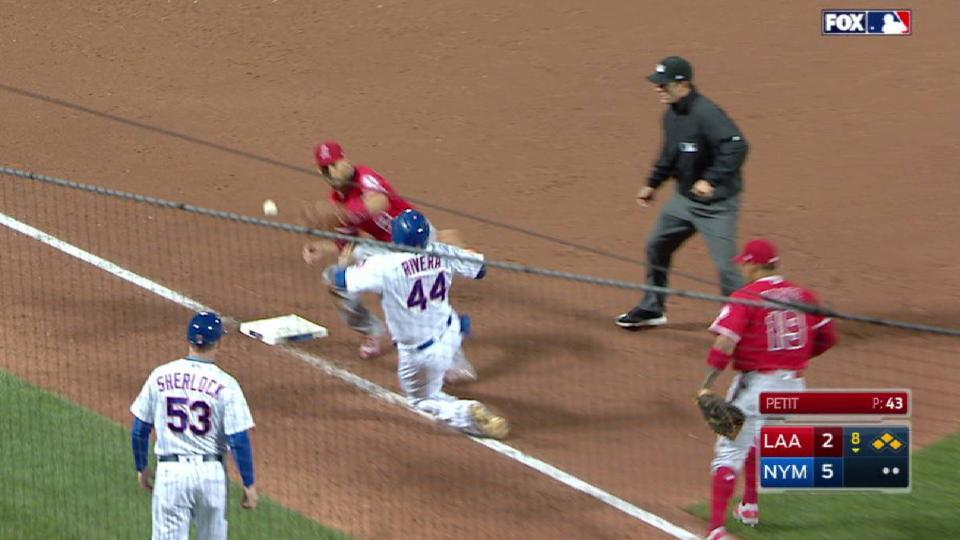 Flores' pinch-hit RBI double