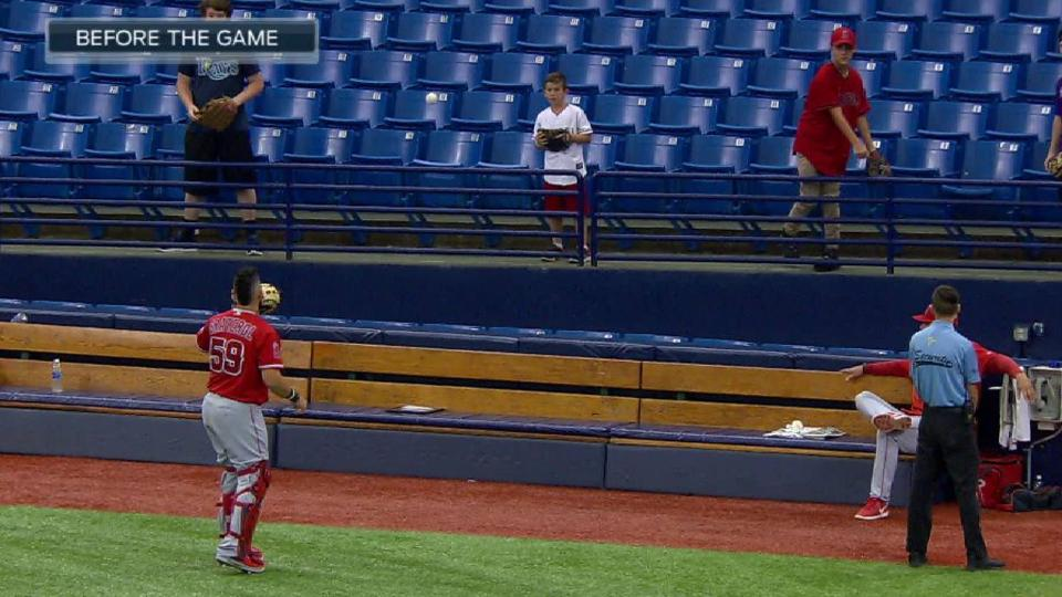 Fans play catch with Graterol