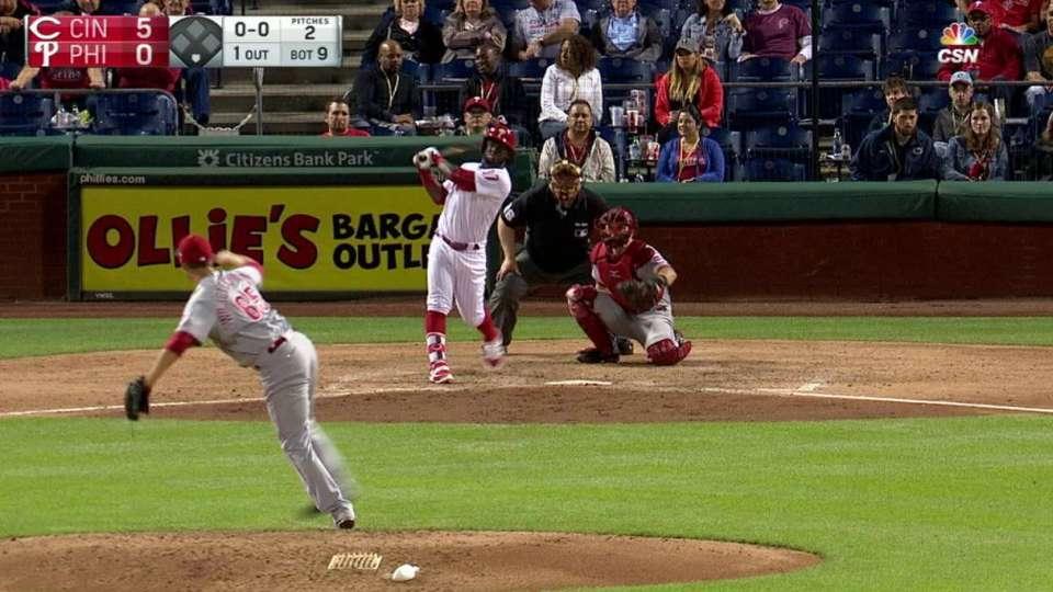Herrera doubles to right field