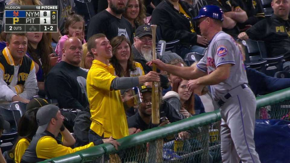 Rivera loses bat, fan grabs it