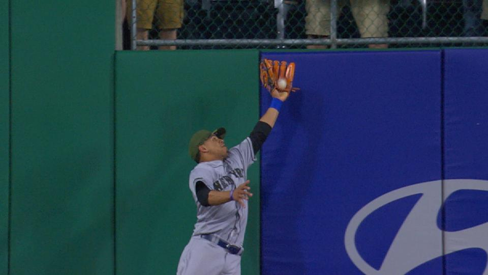 Lagares' three catches