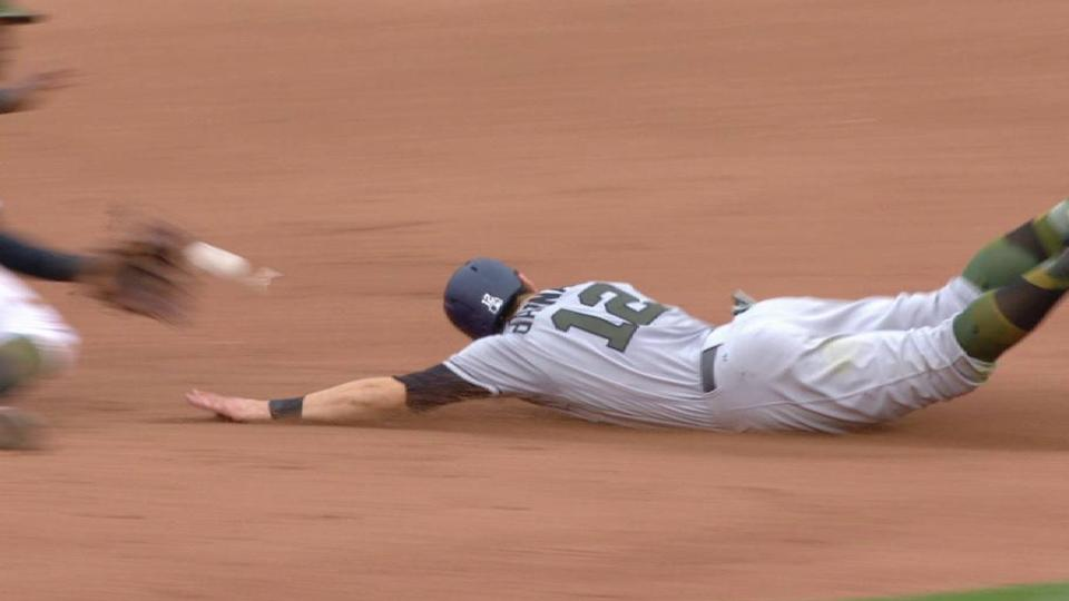d'Arnaud steals second base