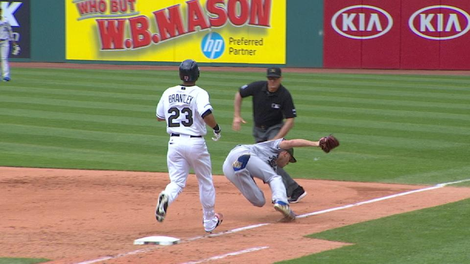 Duffy races to first, misses bag