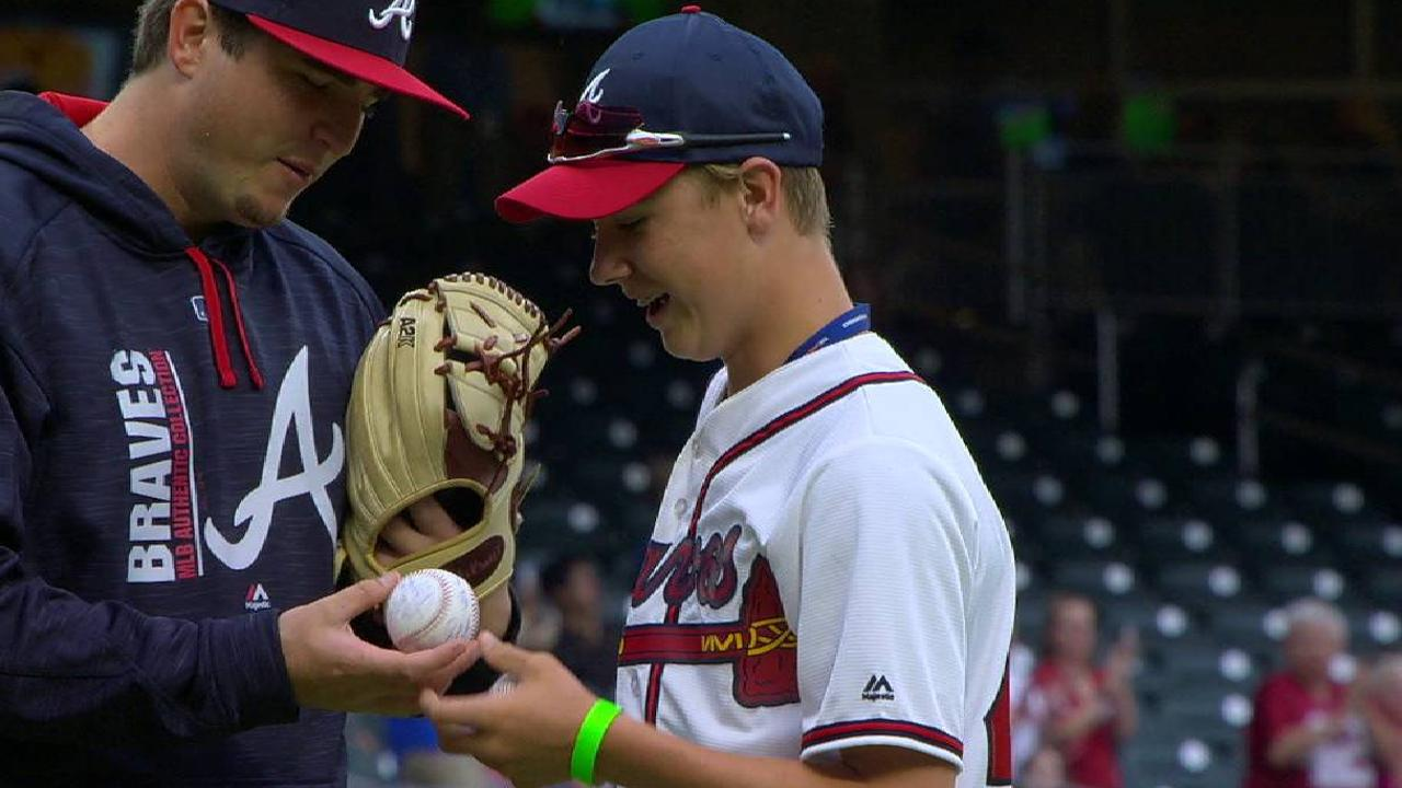 one armed catcher luke terry throws out first pitch at braves game