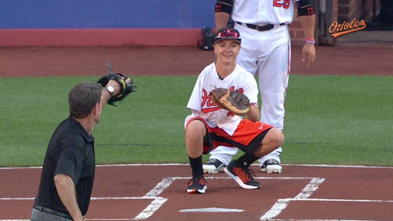 one armed catcher luke terry awes orioles mlb com