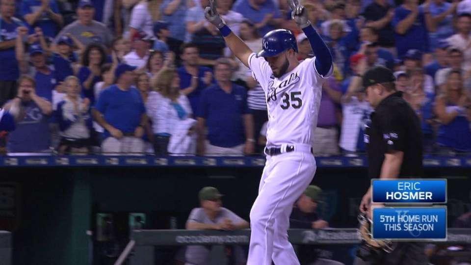 Hosmer's go-ahead two-run homer