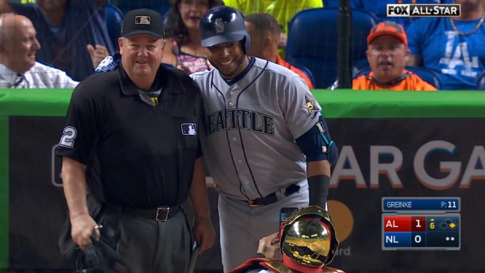 Cruz takes picture with Joe West
