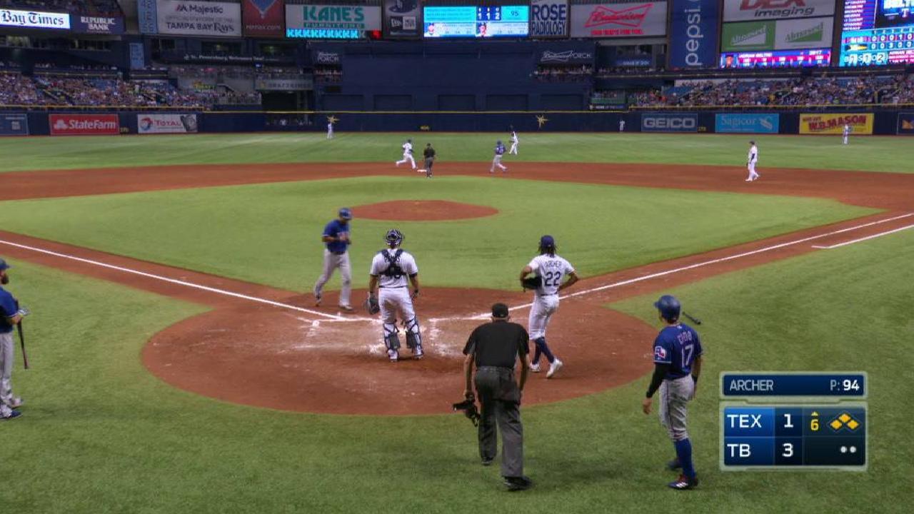 Rangers aprovechan pifias en la 6ta y superan a Rays