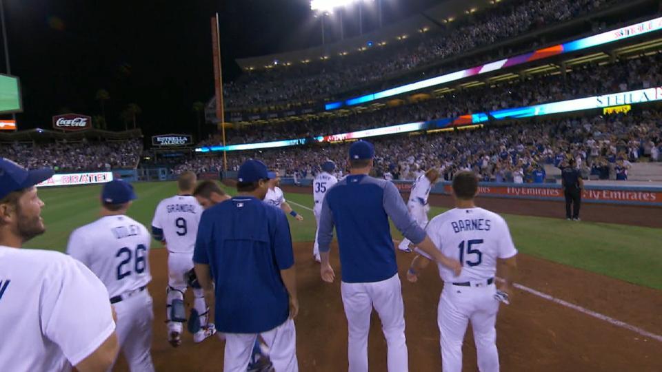 Dodgers remontan y vencen