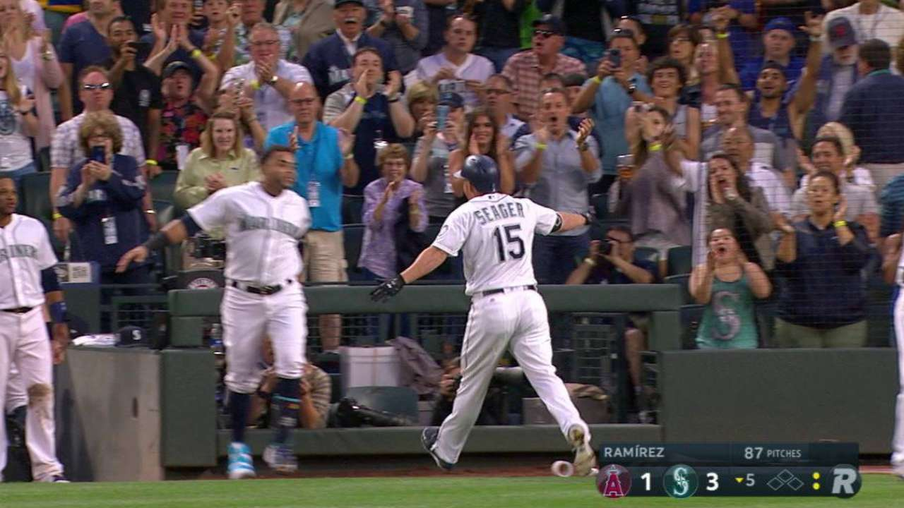 Seager's solo home run