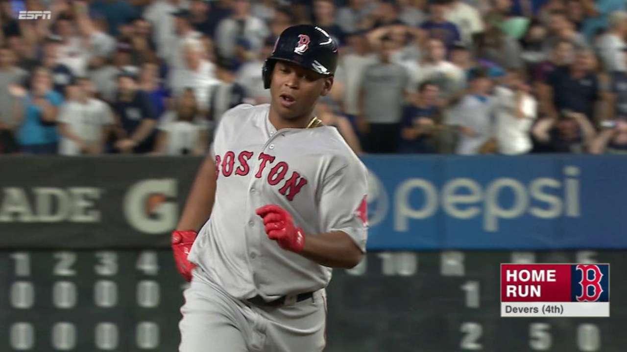 Rafael Devers ha sabido dar la cara por Boston hasta ahora