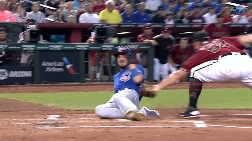 Bryant atento en las bases