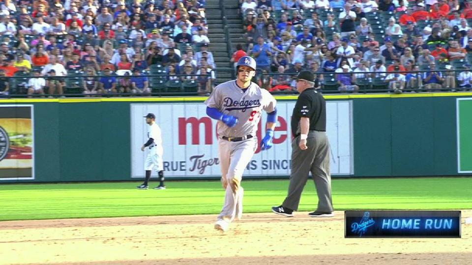 Grandal's opposite-field shot