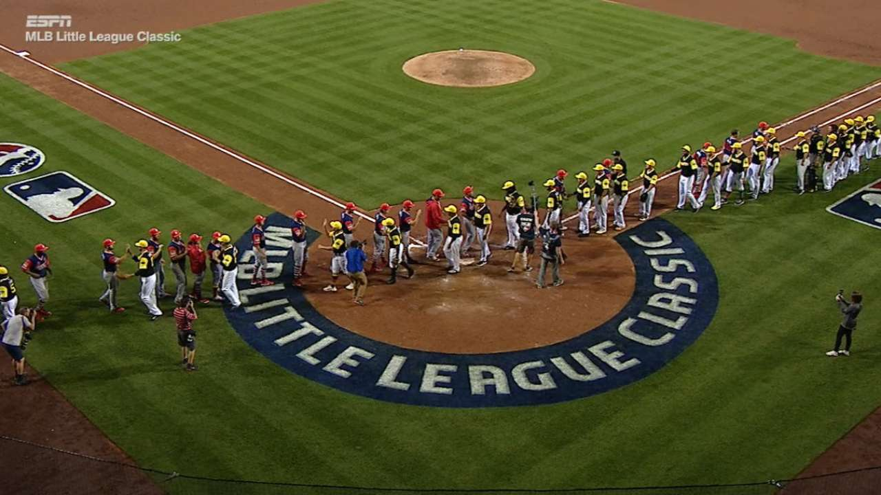 672cf95e06e Cardinals and Pirates got in a handshake line after Little League ...