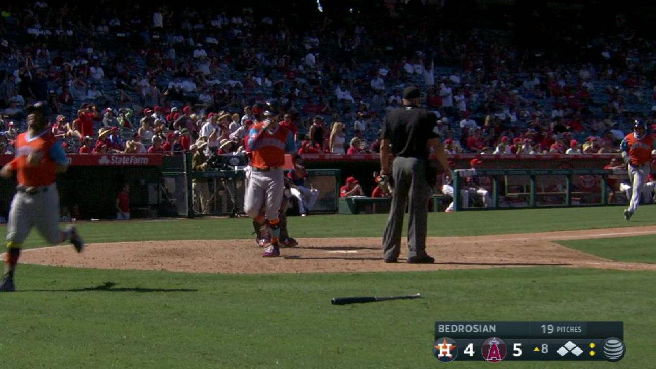 Astros reaccionan cerca del final para imponerse a Angelinos