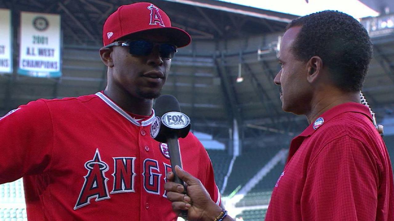 Angels Get Late Upton Double To Beat Mariners Austin Flats Rene Maroon 40 On Two Run