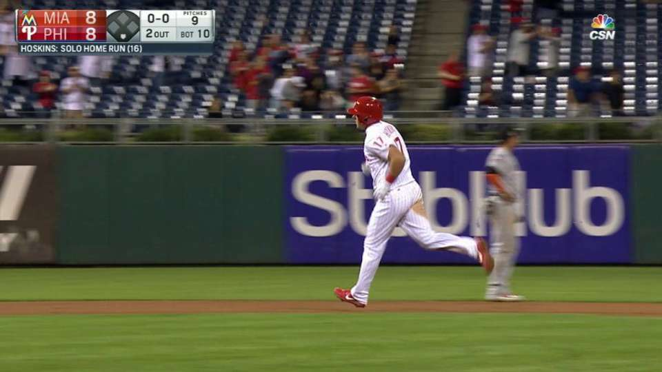 Hoskins' game-tying homer