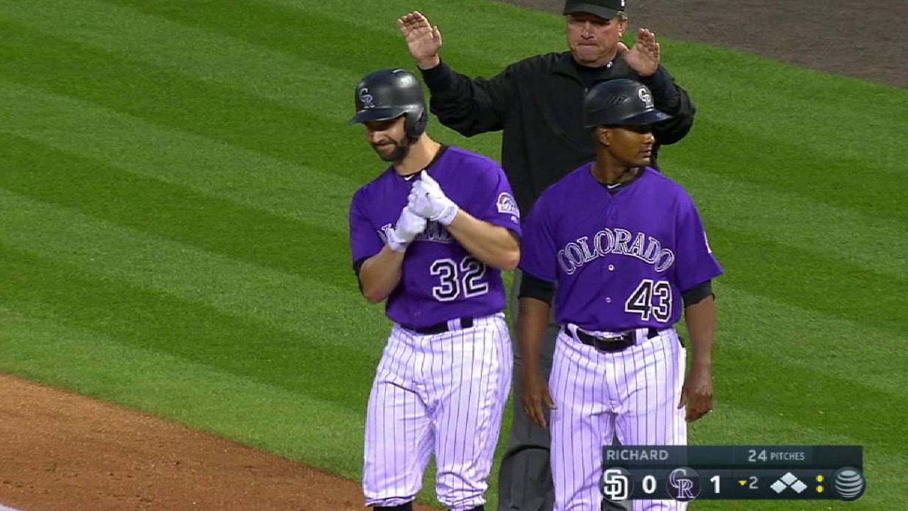 Chatwood contribuye a su causa y Rockies se imponen a Padres