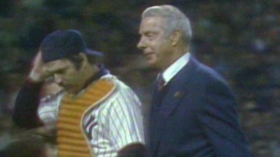 DiMaggio throws out first pitch
