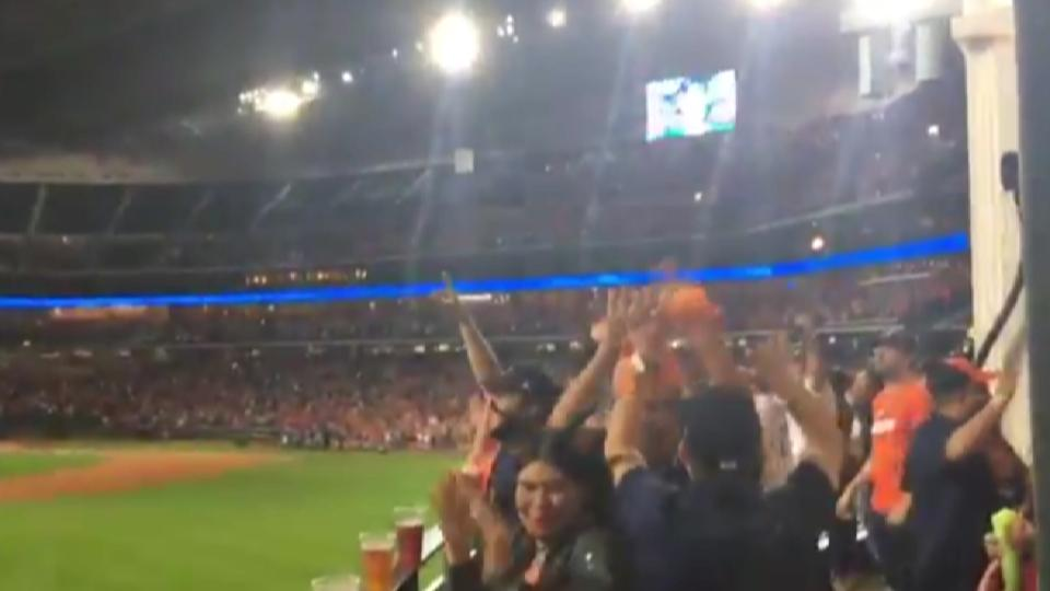 Astros' watch party reacts to HR