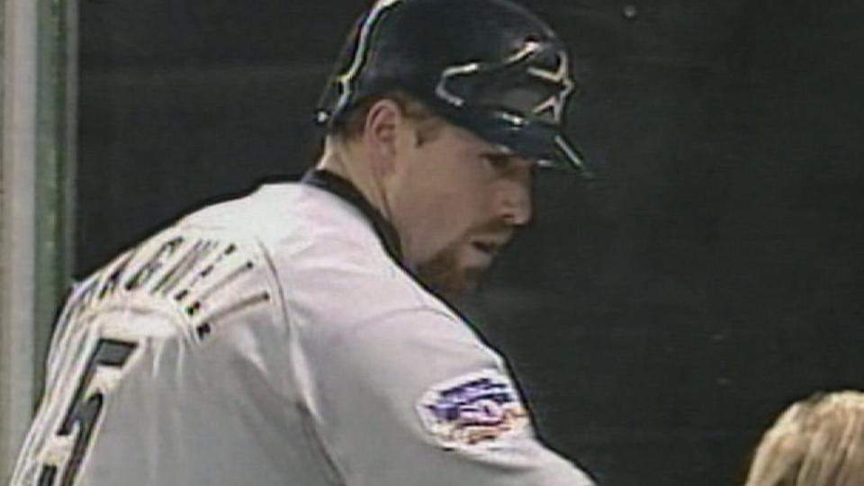 Bagwell gets hit No. 1,000