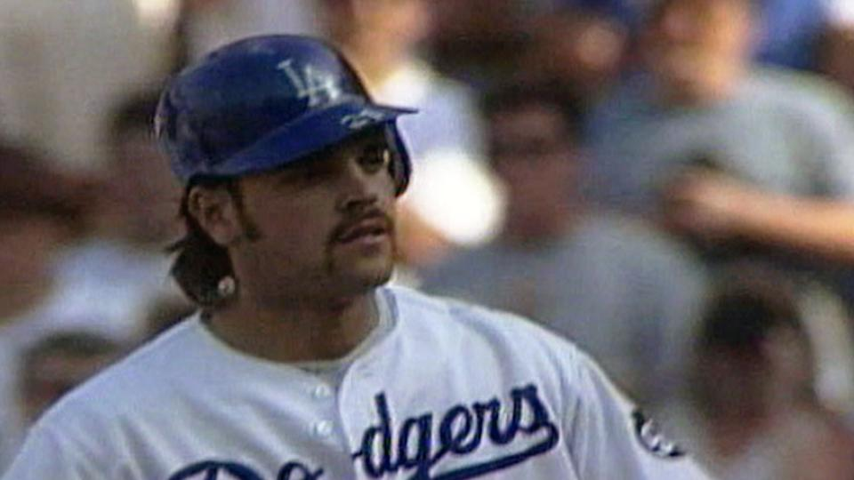 Piazza helps finish Giants