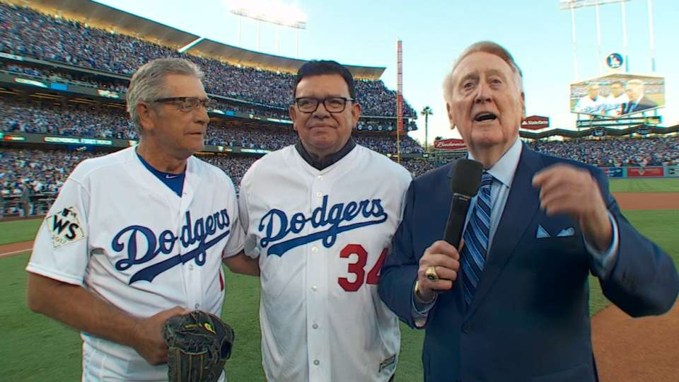 Vin Scully entertains crowd