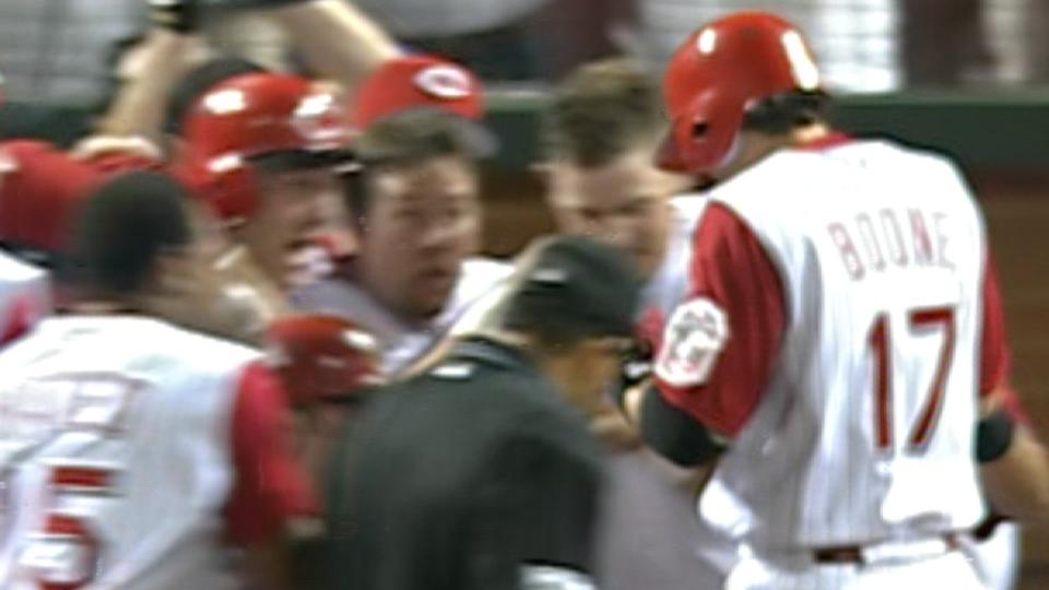 Boone's walk-off HR downs Cards