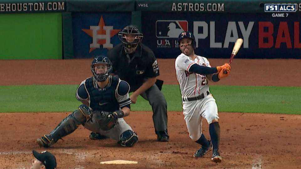 Altuve's solo shot to right