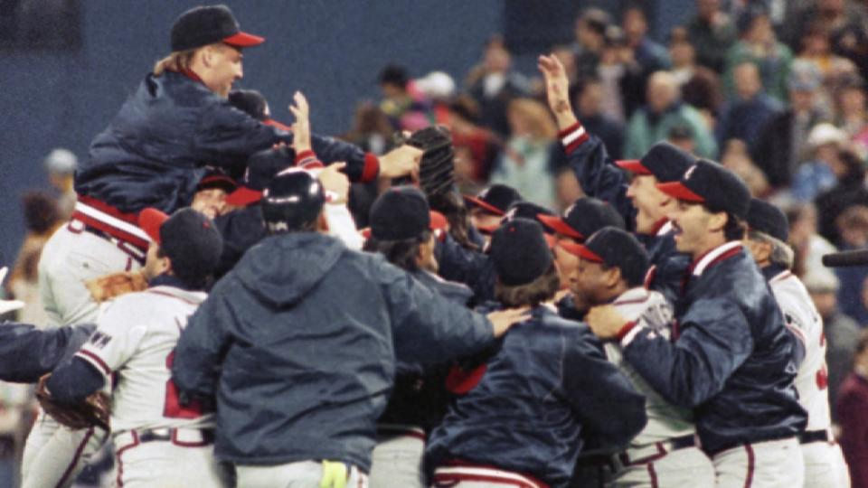 Smoltz pitches Braves to WS