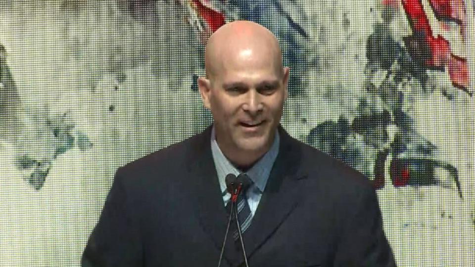 Hudson joins Braves Hall of Fame