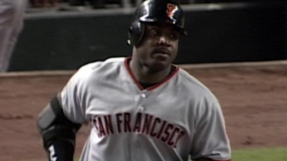 Bonds homers in sixth straight