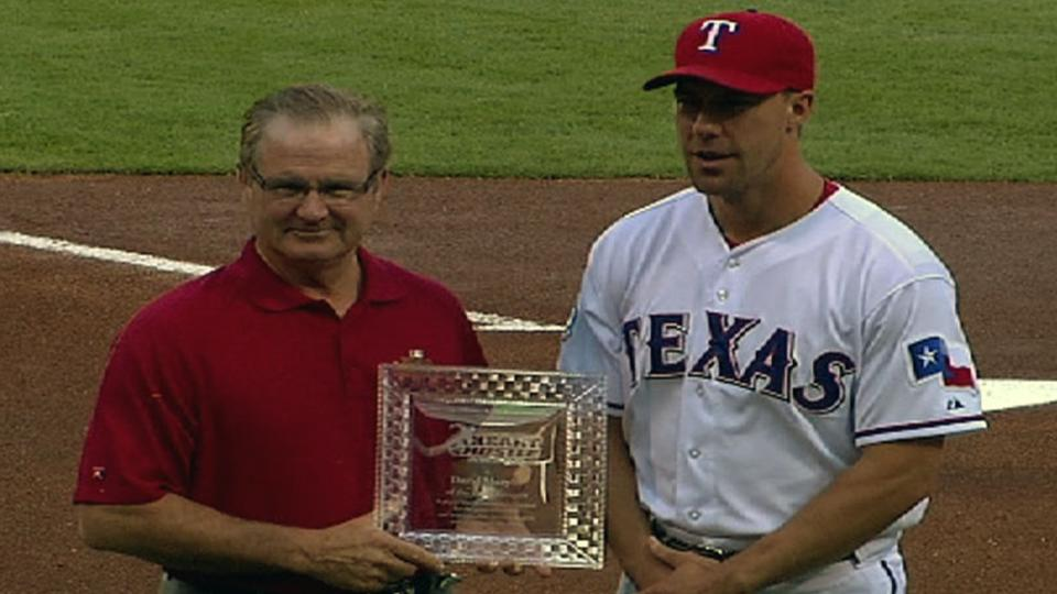 Murphy accepts MLBPAA award