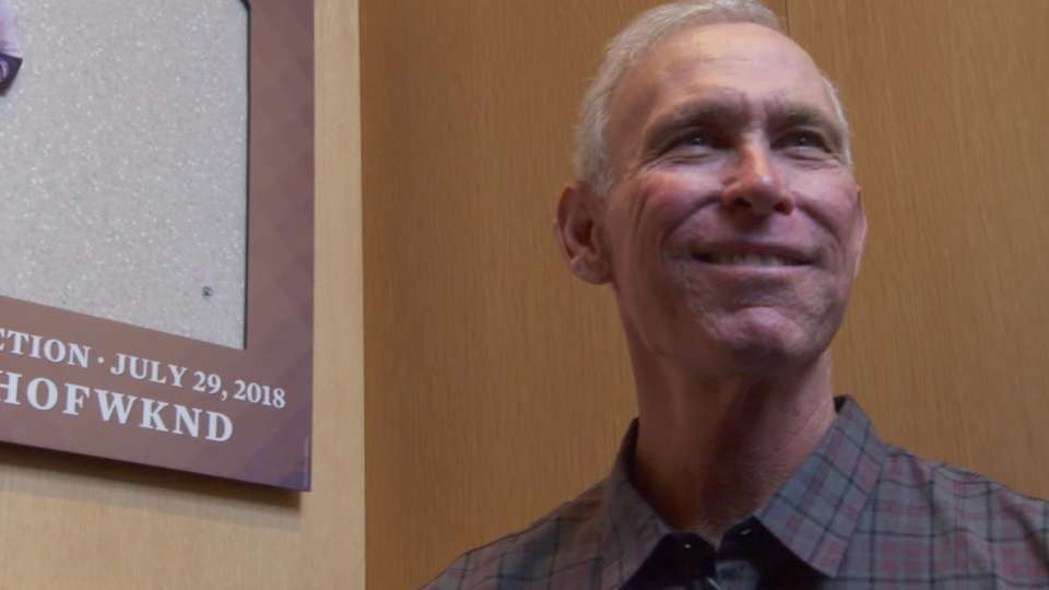 Trammell tours Hall of Fame
