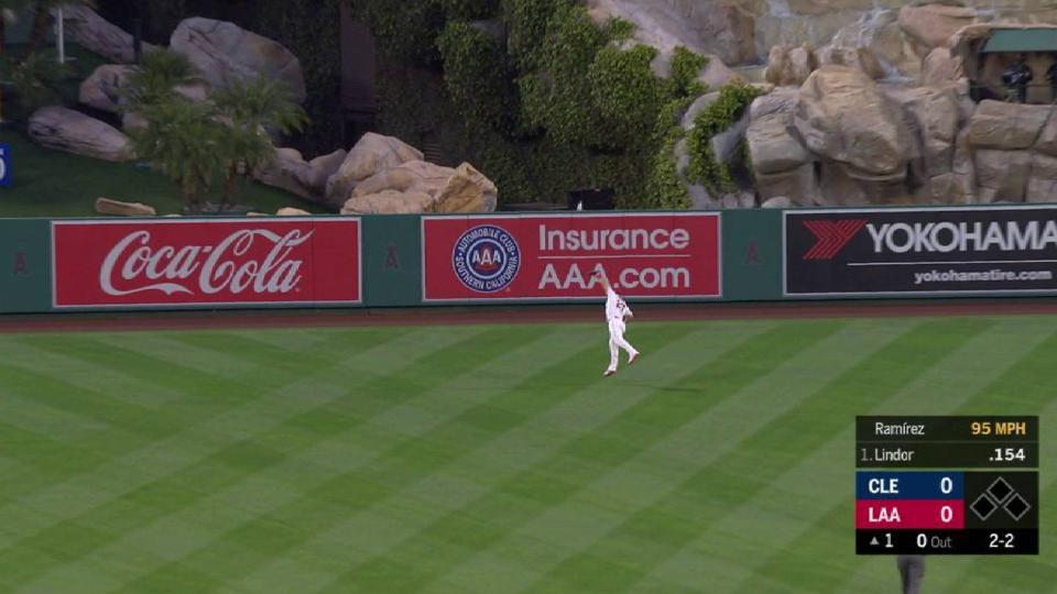 Trout robs Lindor of a hit