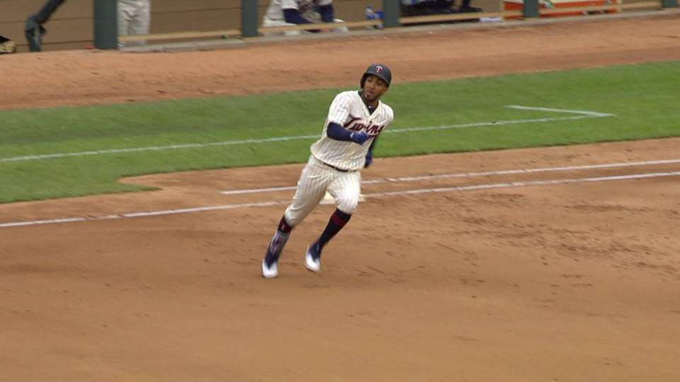 Rosario's bases-clearing triple