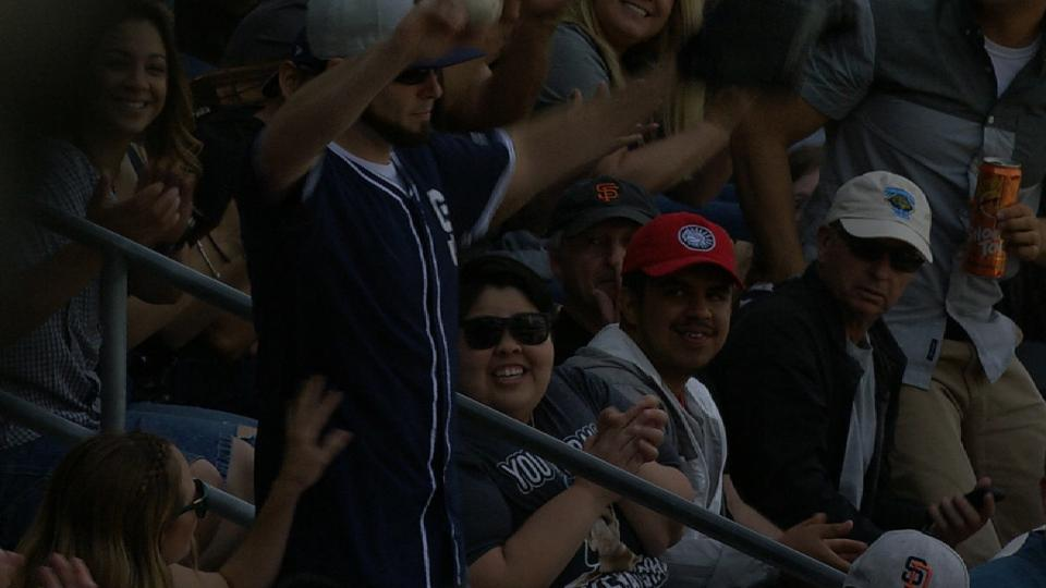 Fan snags sharp foul ball