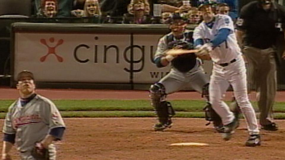 Hinch homers off Colon