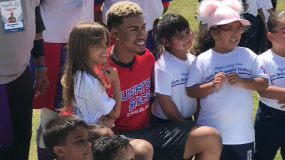 Lindor hosts Puerto Rico clinic