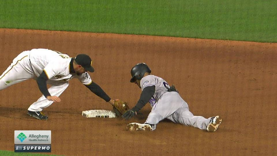 Dickerson nabs Desmond at second