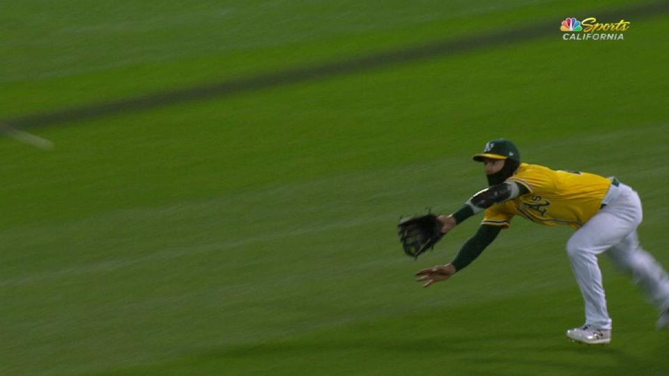 Canha's great diving grab
