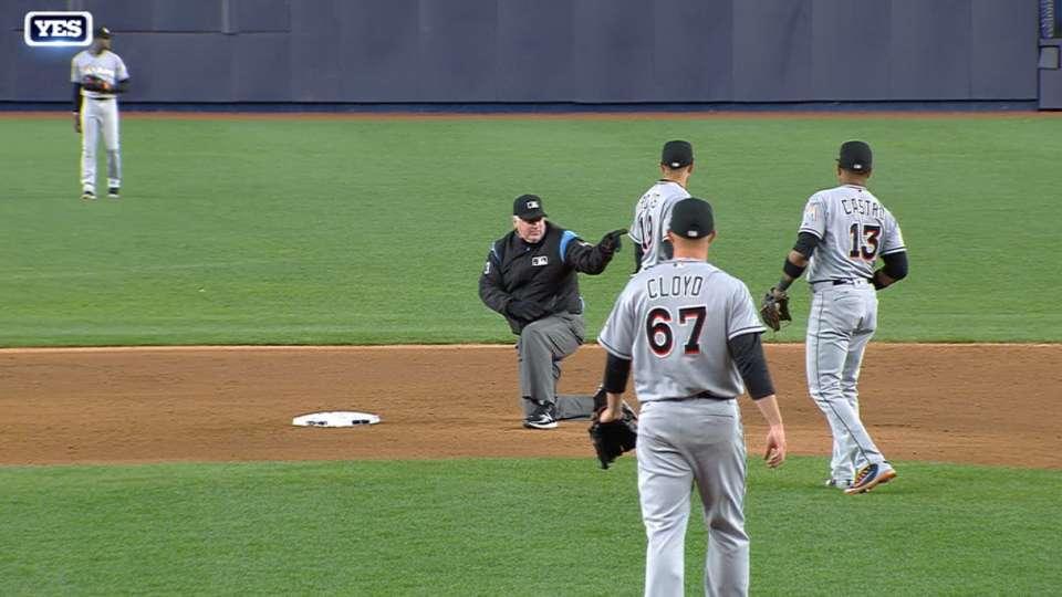 Gardner's single hits umpire