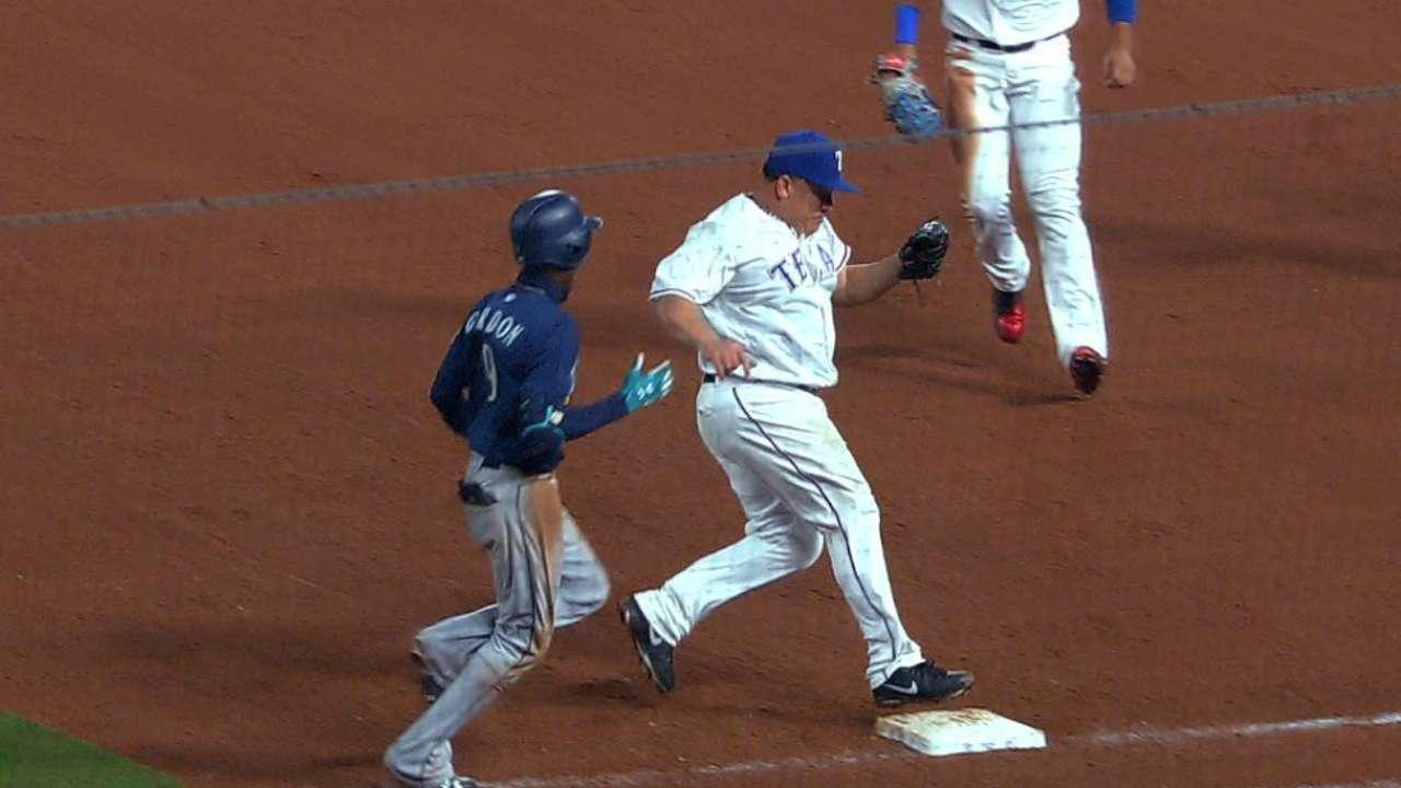 Colon beats Gordon to first base