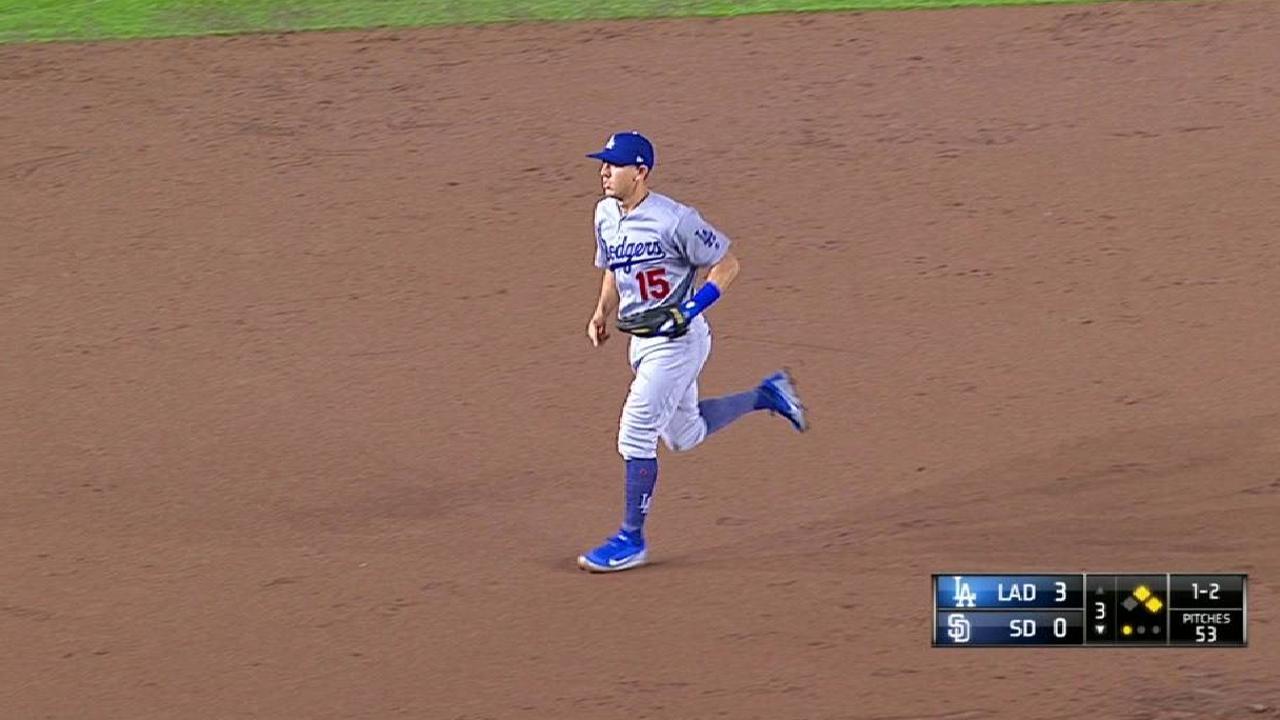 Farmer turns inning-ending DP