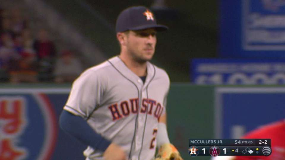 Altuve turns stellar double play